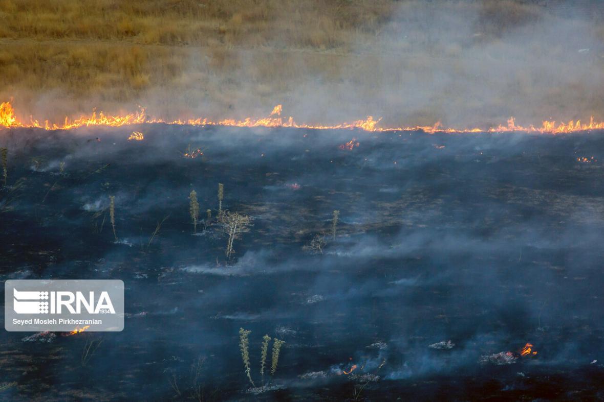 خبرنگاران آتش 2هکتار از گندم زارهای ایذه را خاکستر کرد